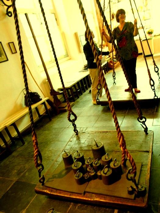 «Ведьмины весы»: как в эпоху Ренессанса отличали ведьму от благонравной дамы. 712