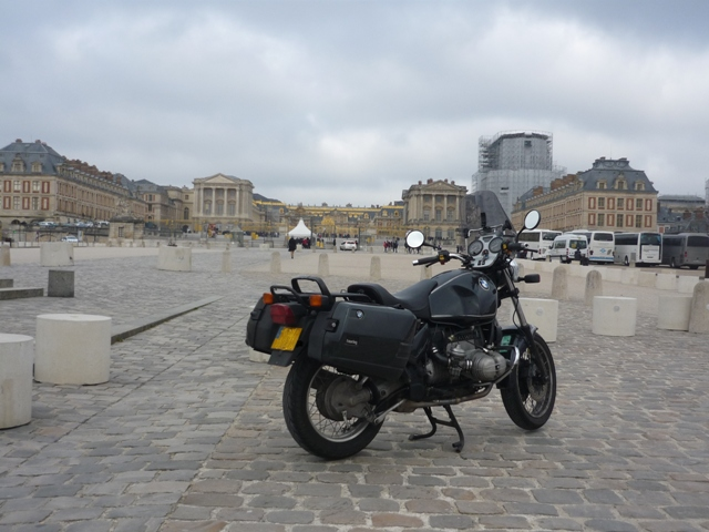 Photos de vous et de votre moto devant ....un château  - Page 15 Mars_210
