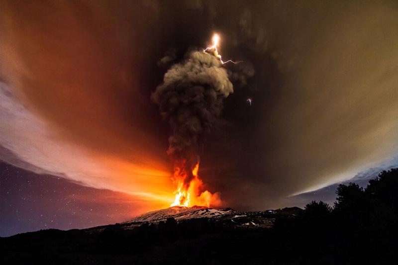 Vulkani - Page 28 Etna-e10