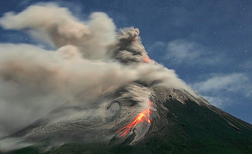 Vulkani - Page 28 Merapi10