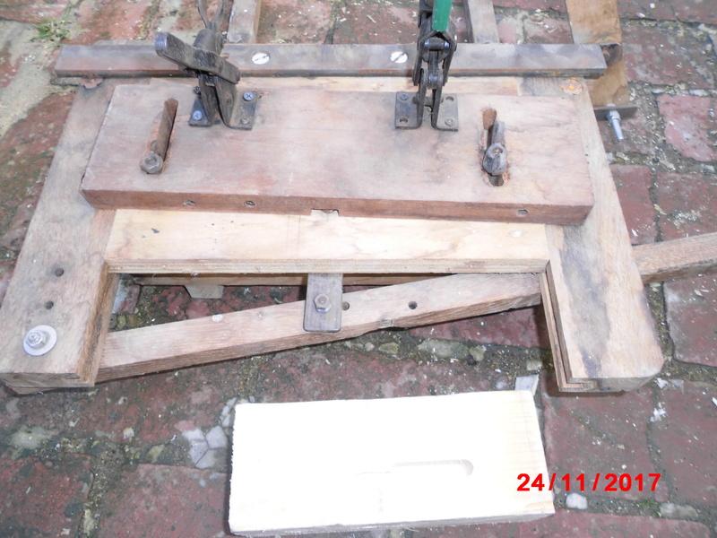 mortaiseuse toute en bois  Cimg1124