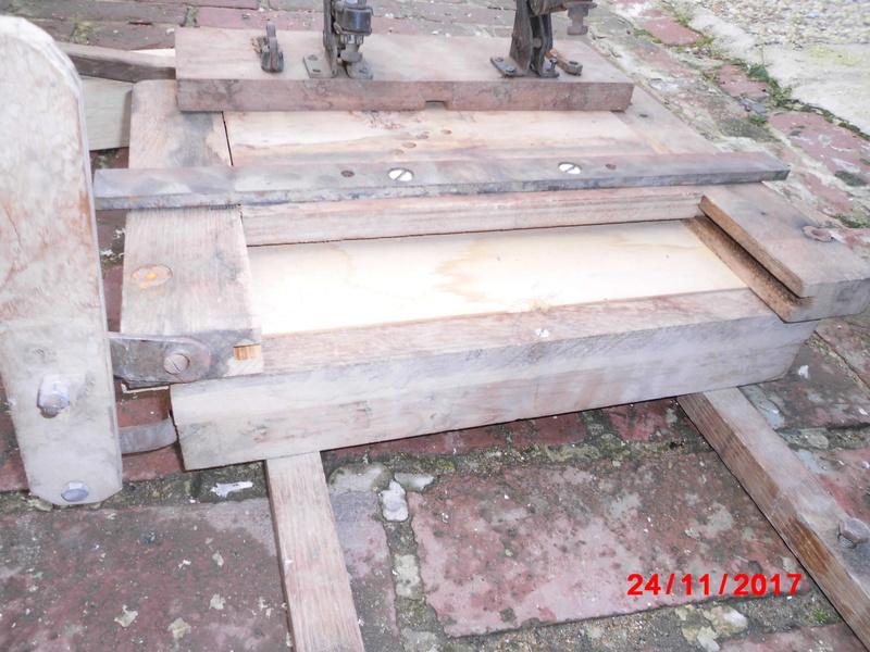 mortaiseuse toute en bois  Cimg1125