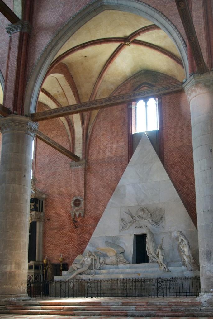 Le monument funéraire d'Antonio Canova (1757-1822) à la basilique des Frari (Venise) 1185