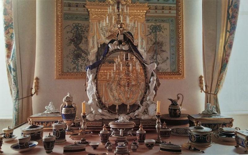 1782, Marie-Antoinette offre à  Maria Feodorovna un service de toilette en Sèvres 3232