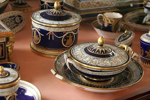 1782, Marie-Antoinette offre à  Maria Feodorovna un service de toilette en Sèvres 3233