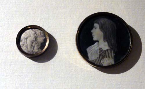 Les boutons, accessoires de mode au XVIIIe siècle 940