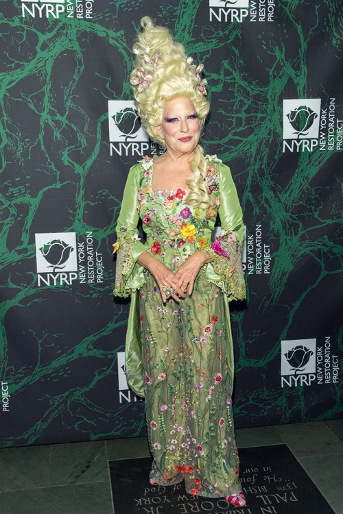 Bette Midler as Marie Antoinette Bette-10