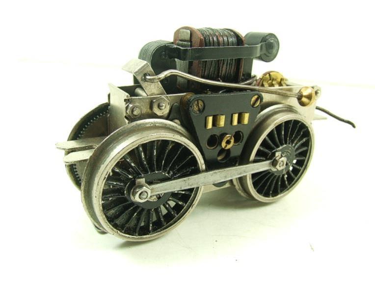 Fixation d'un moteur électrique pour une 221. Fixati10
