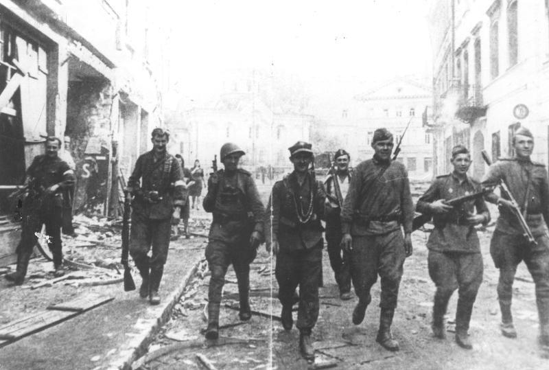 LFC : 16 Juin 1940, un autre destin pour la France (Inspiré de la FTL) - Page 8 19440710