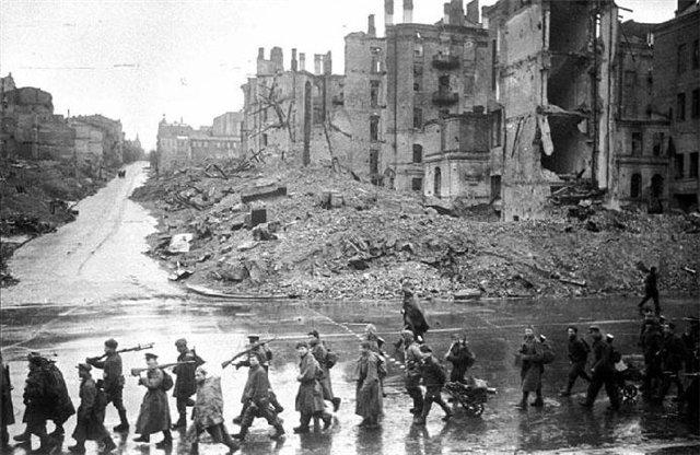 LFC : 16 Juin 1940, un autre destin pour la France (Inspiré de la FTL) - Page 6 Kiev_k10