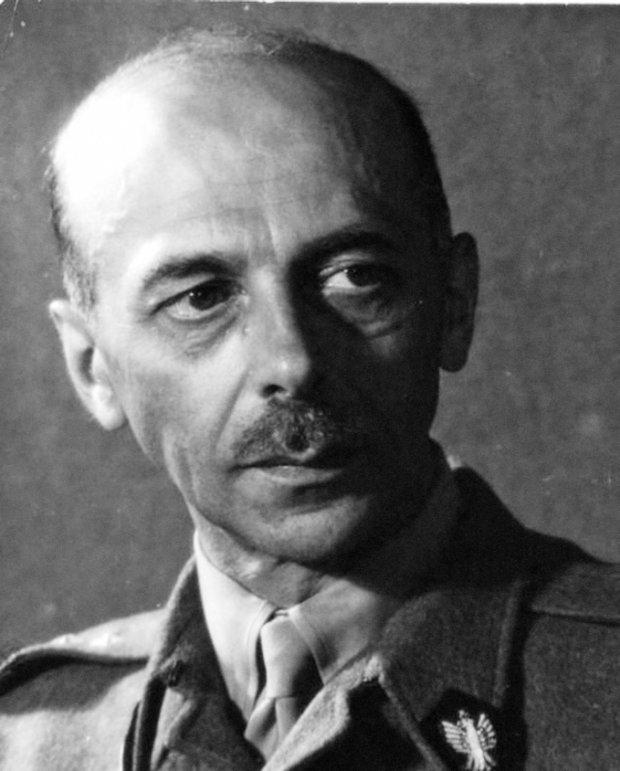 LFC : 16 Juin 1940, un autre destin pour la France (Inspiré de la FTL) - Page 6 Tadeus10