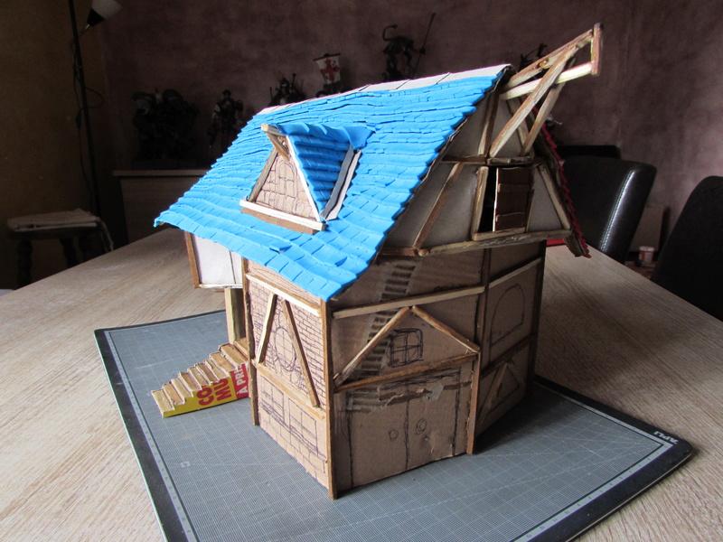 La maison est en carton, les escaliers... un batiment pour pas cher. Img_5617