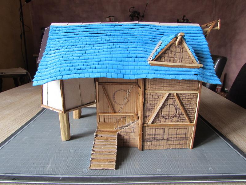 La maison est en carton, les escaliers... un batiment pour pas cher. Img_5619