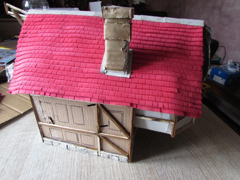 La maison est en carton, les escaliers... un batiment pour pas cher. Img_5623