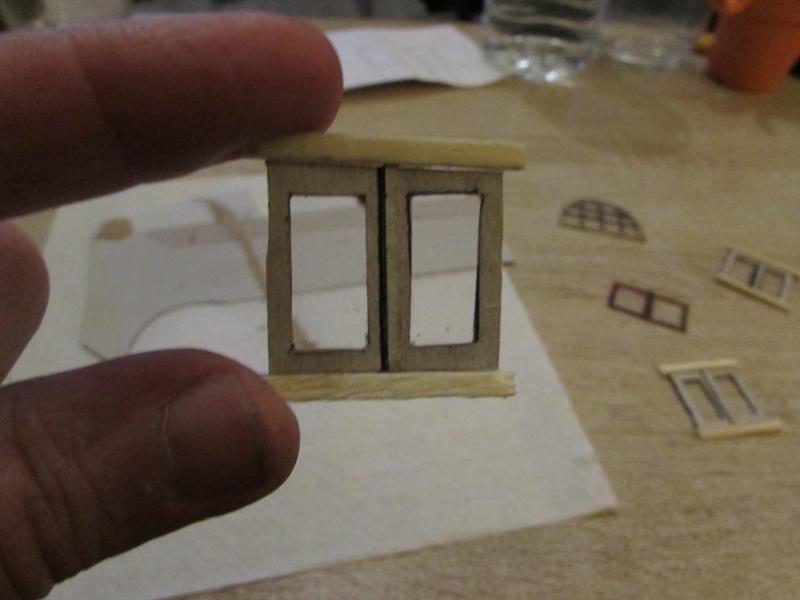 La maison est en carton, les escaliers... un batiment pour pas cher. Img_5629