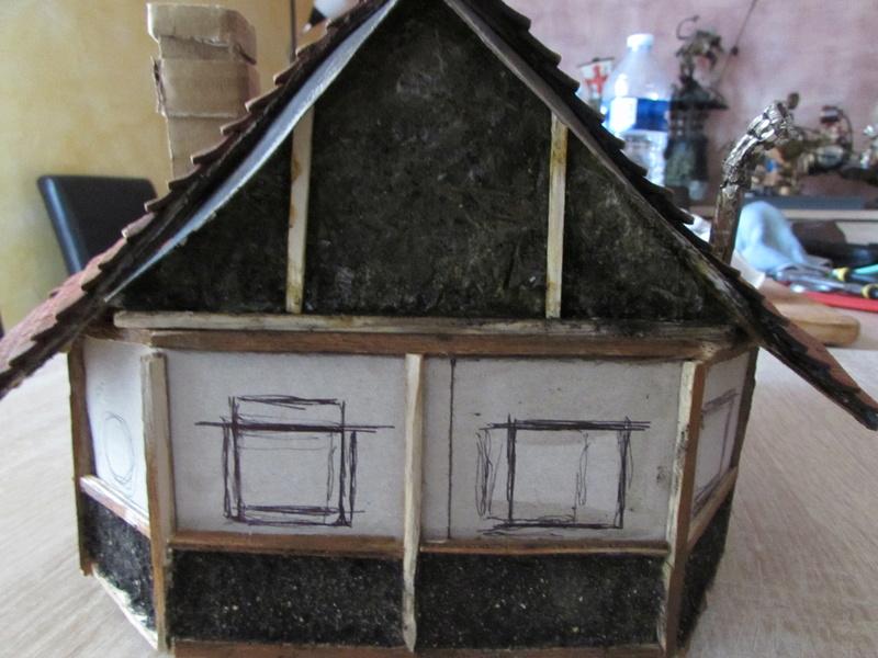 La maison est en carton, les escaliers... un batiment pour pas cher. Img_5632