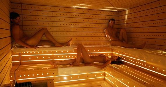 Etes-vous amateur de spa / sauna en automne? Naked-10