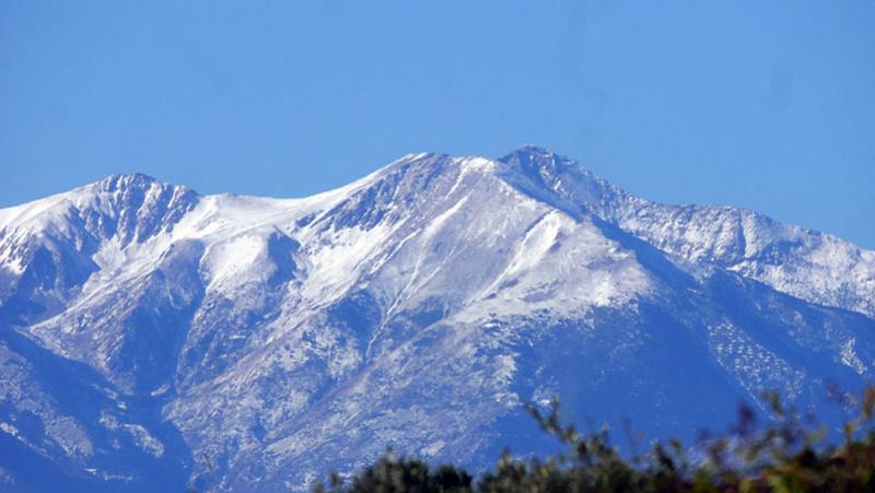 Première neige sur le Canigou P1080612