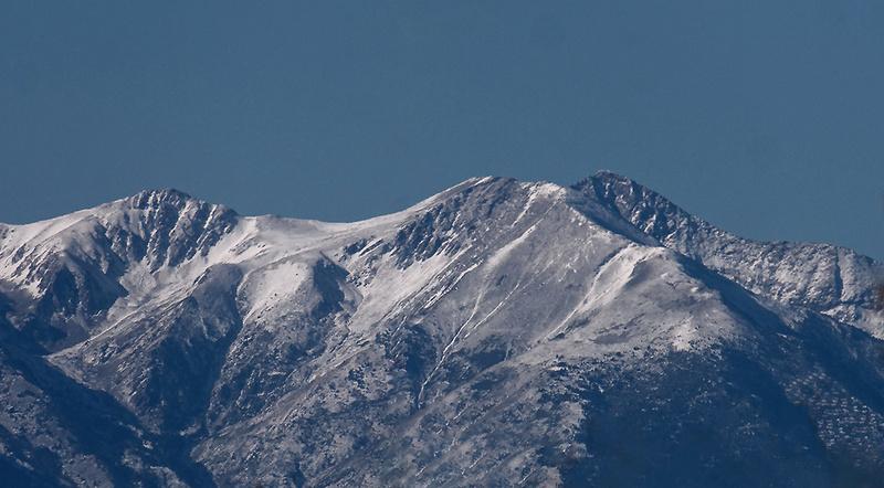 Première neige sur le Canigou P1080613