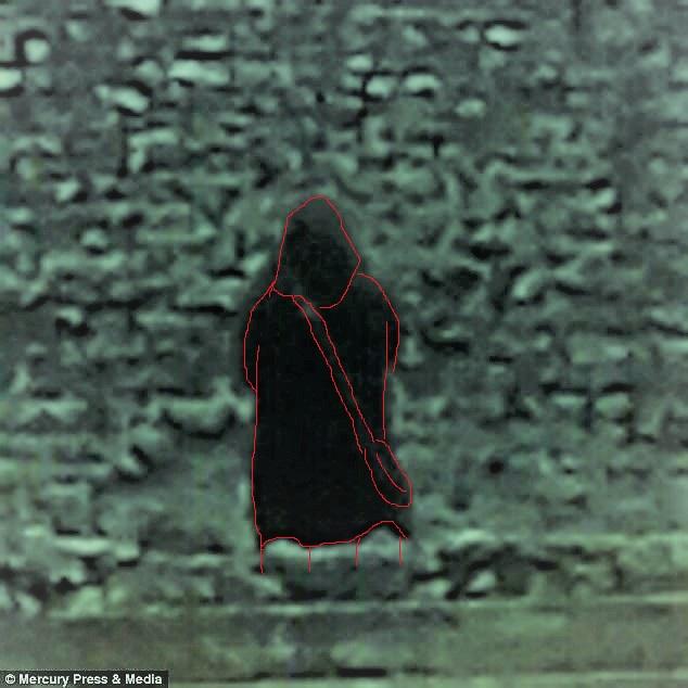 Le fantôme d'un moine photographié dans un château 4887b311