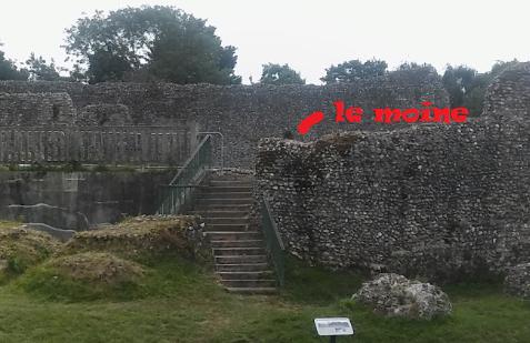 Le fantôme d'un moine photographié dans un château - Page 3 Cas310