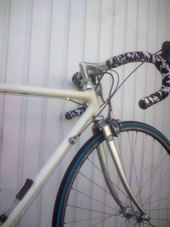 Course probablement artisanal, soudobrasé, peint a la truelle :) P2004143