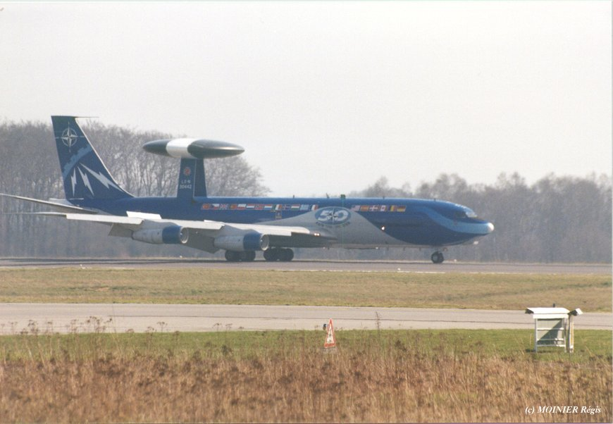 Boeing E-3 B awacs Heller 1/72 Awacs310