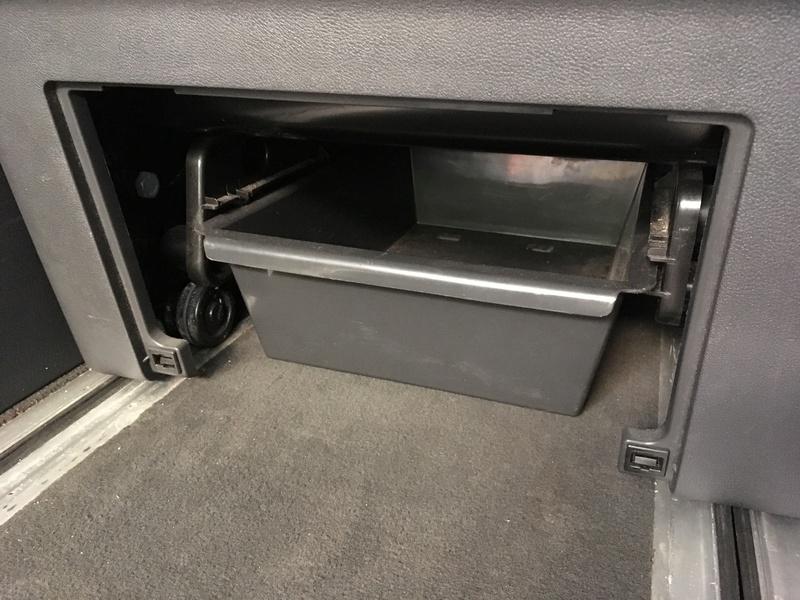 Démontage complet espace AR d'un Multivan Confortline 2006 Bqt911