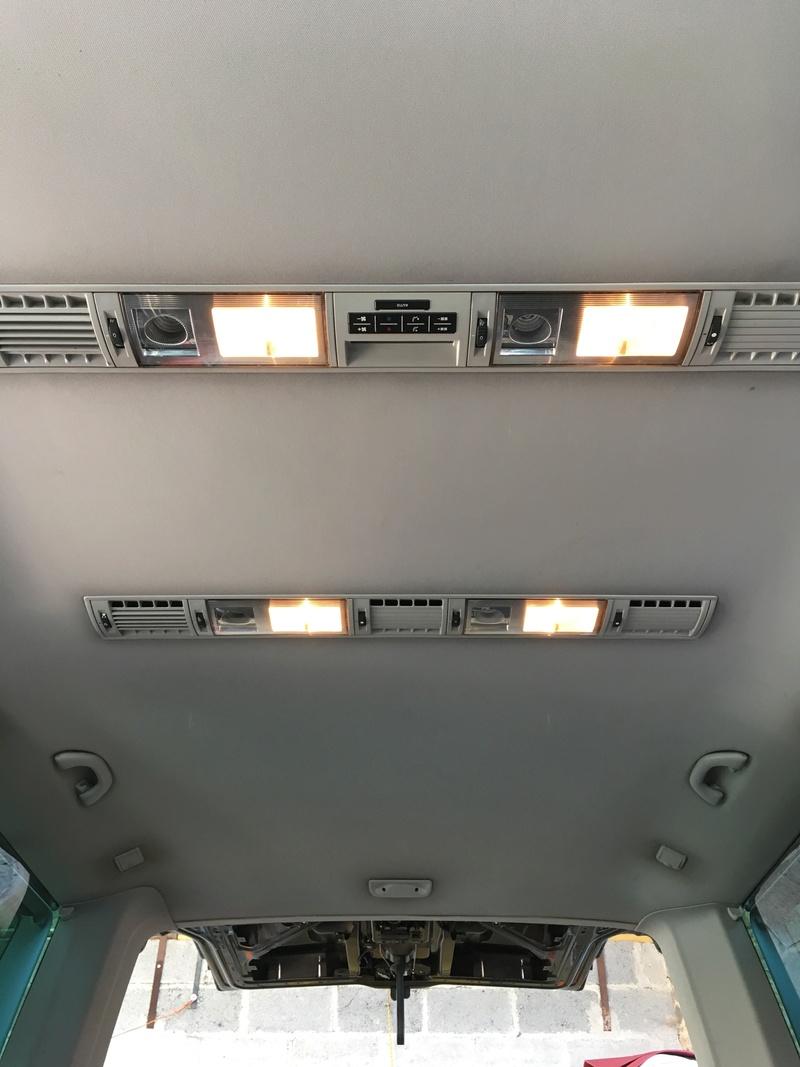 Démontage complet espace AR d'un Multivan Confortline 2006 Ciel911
