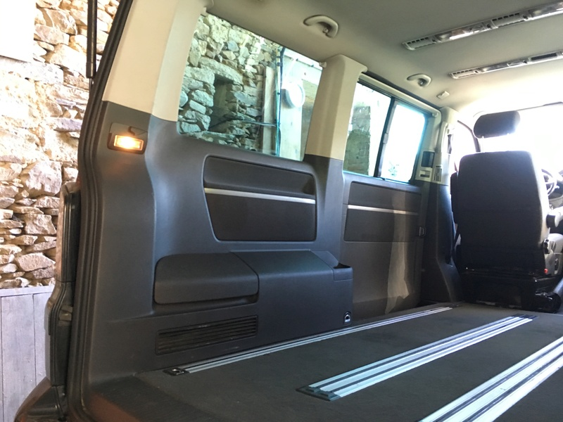 Démontage complet espace AR d'un Multivan Confortline 2006 Hg7-210
