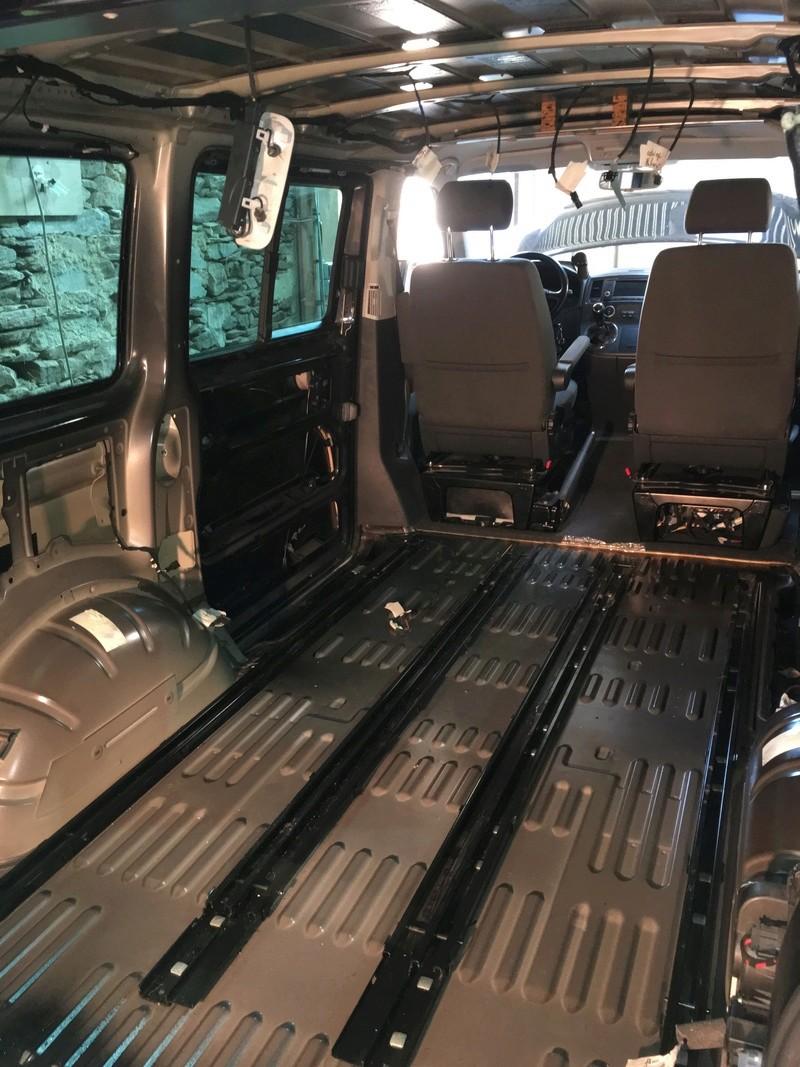 Démontage complet espace AR d'un Multivan Confortline 2006 - Page 2 Img_6018