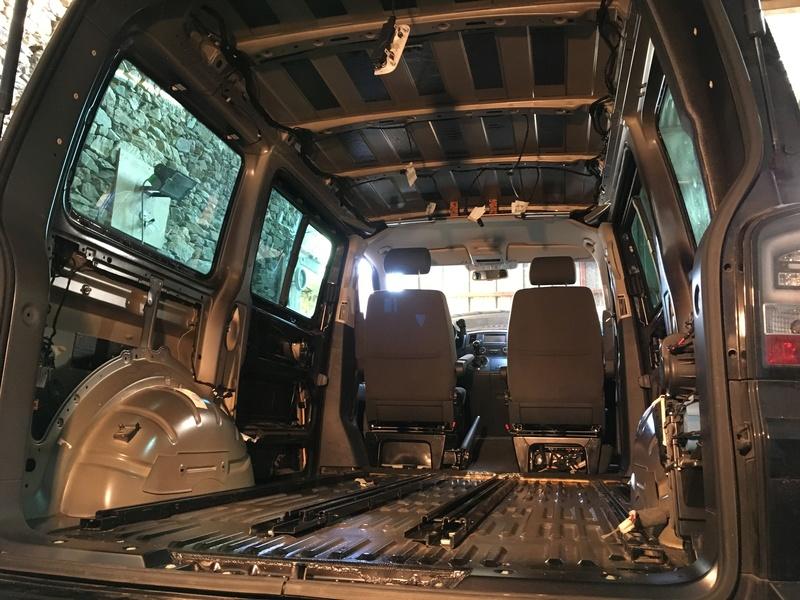 Démontage complet espace AR d'un Multivan Confortline 2006 - Page 2 Img_6019