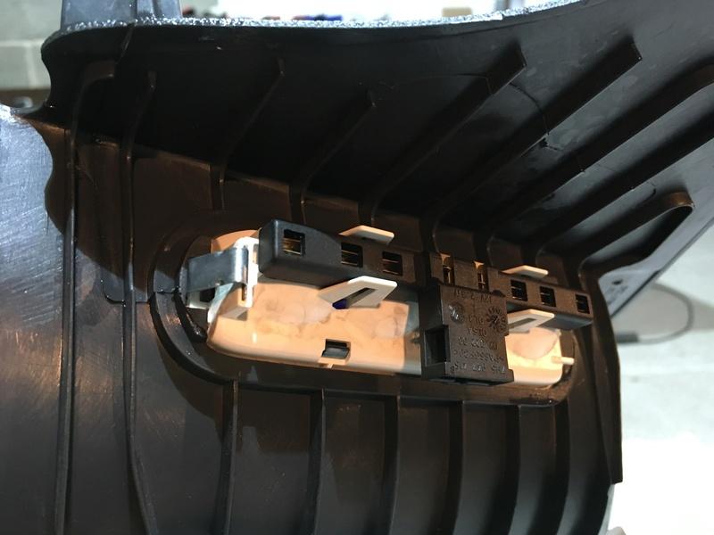 Démontage complet espace AR d'un Multivan Confortline 2006 - Page 3 Img_6346