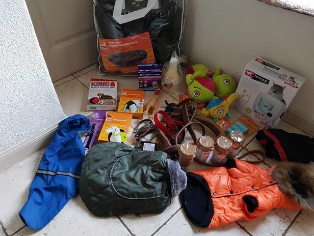 December - Een aantal donaties/goederen 241