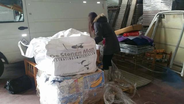9 Feb - 2 pallets aangekomen bij Canis y Felis 29133910