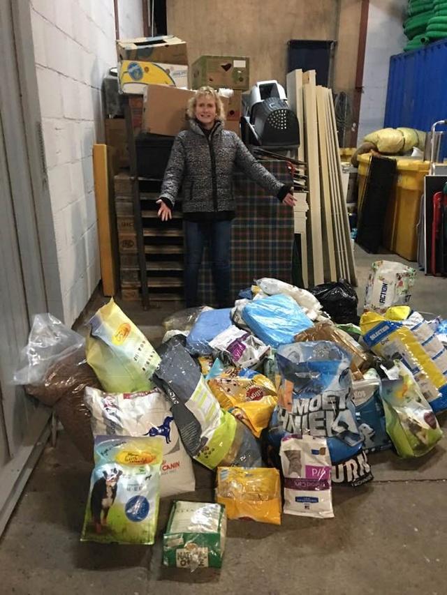December - Een aantal donaties/goederen 438