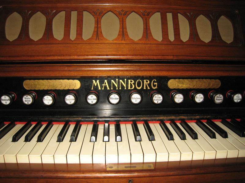 Normalharmonium Mannborg à Verviers en Belgique Img_3411