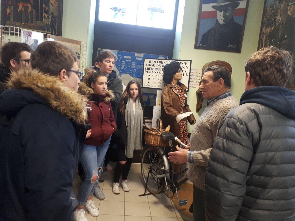 [ Histoire et histoires ] Rencontre lycéens Fouesnantais avec Edgar le Charentais (97 ans) mémoire vivante du maquis de Bir Acheim  1412