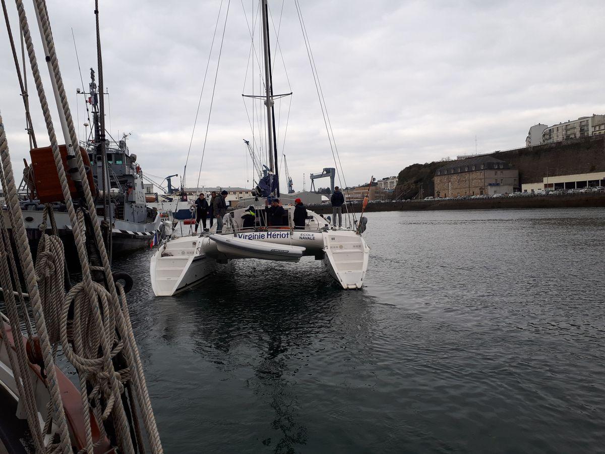 [ Marine à voile ] Catamaran Virginie Hériot voilier de l'Ecole Navale 20180360