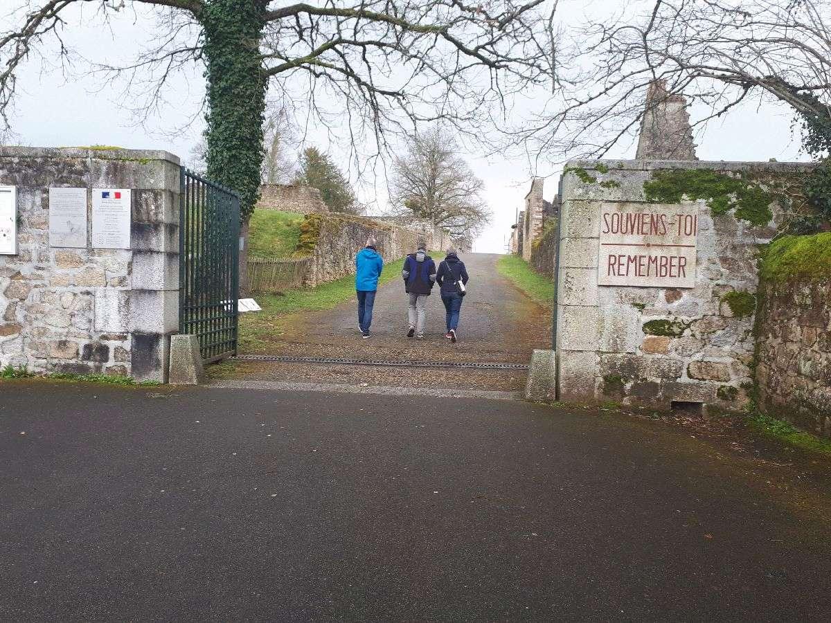 [ Histoire et histoires ]  Voyage pédagogique à Oradour-sur-Glane (87) avec des lycéens de Fouesnant 21_don10