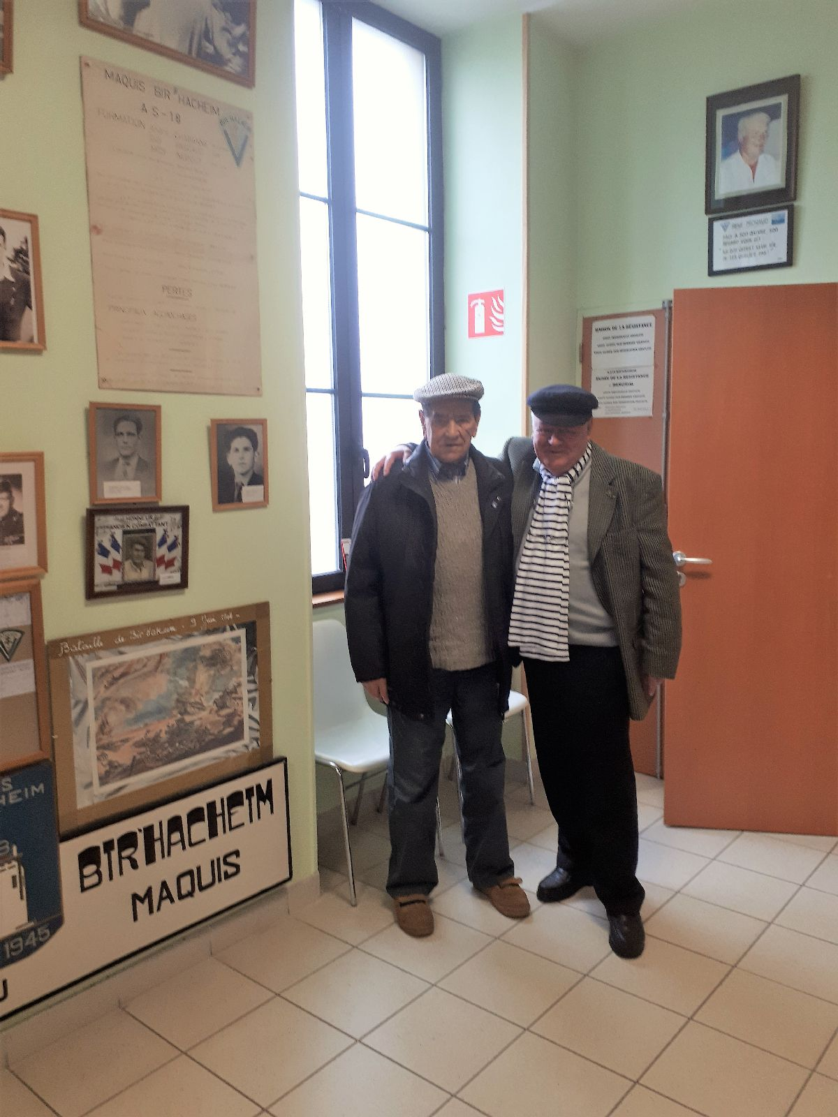 [ Histoire et histoires ] Rencontre lycéens Fouesnantais avec Edgar le Charentais (97 ans) mémoire vivante du maquis de Bir Acheim  22_pho10