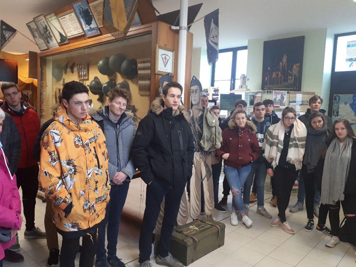 [ Histoire et histoires ] Rencontre lycéens Fouesnantais avec Edgar le Charentais (97 ans) mémoire vivante du maquis de Bir Acheim  2_les_10