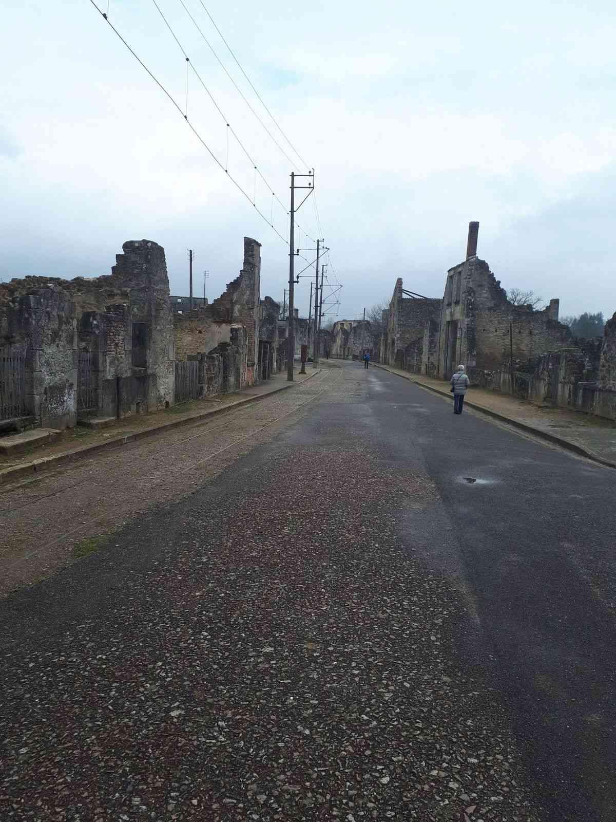 [ Histoire et histoires ]  Voyage pédagogique à Oradour-sur-Glane (87) avec des lycéens de Fouesnant 418