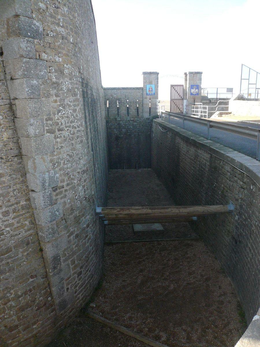 [HISTOIRES ET HISTOIRE] Le fort de Penthièvre (56) 422