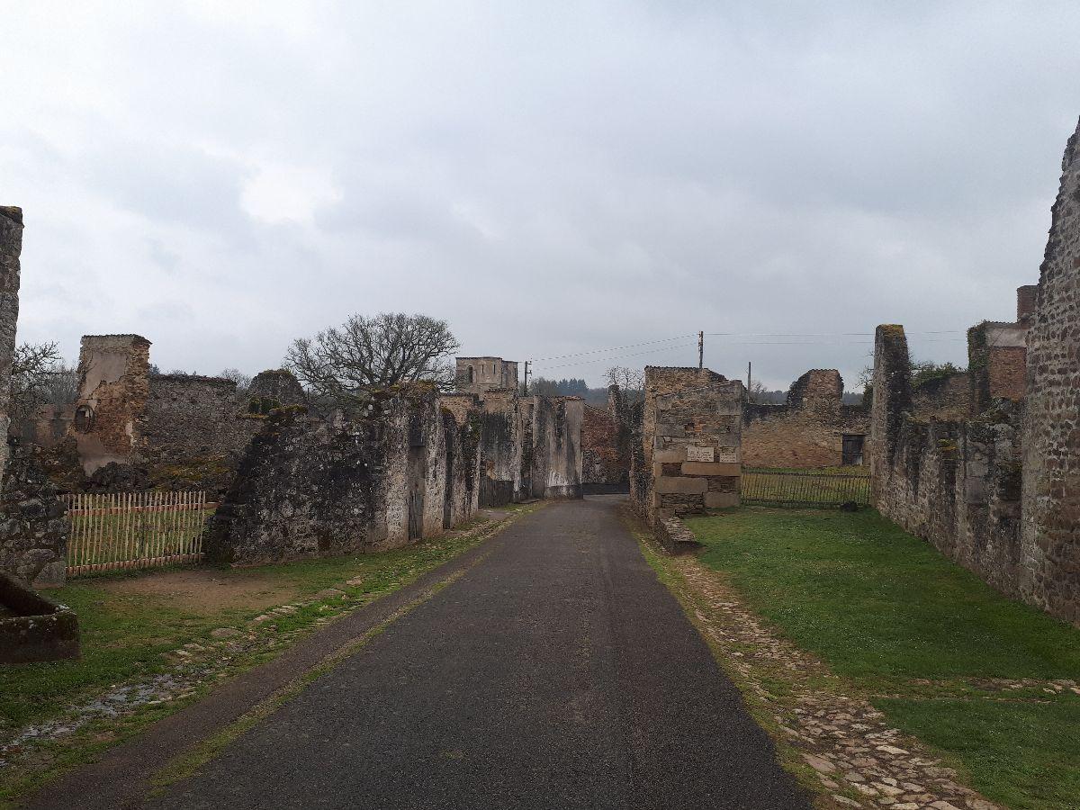 [ Histoire et histoires ]  Voyage pédagogique à Oradour-sur-Glane (87) avec des lycéens de Fouesnant 4410