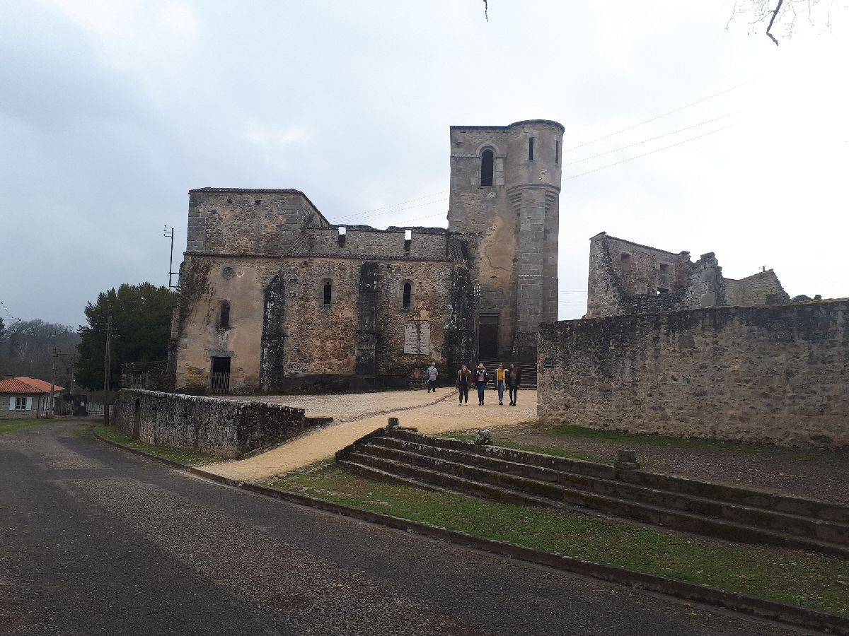 [ Histoire et histoires ]  Voyage pédagogique à Oradour-sur-Glane (87) avec des lycéens de Fouesnant 51_l_y10