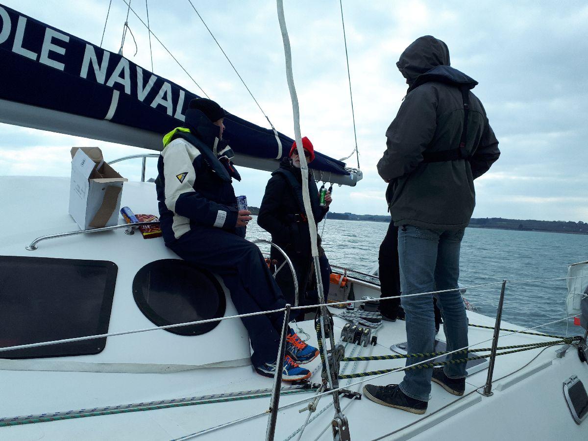 [ Marine à voile ] Catamaran Virginie Hériot voilier de l'Ecole Navale 5_pose10