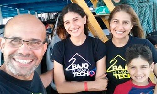 """Otra bella familia que emigra huyendo de la """"revolución bonita"""" Maketh10"""