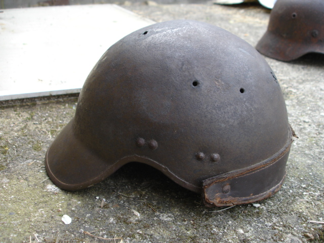 casque allemand et casque dca jus de grange Dsc08259