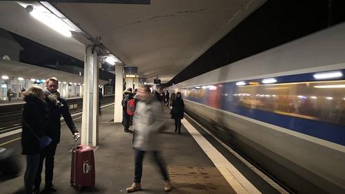 LGV en Mayenne. Ils habitent Laval, mais vont travailler à Paris 80af8710
